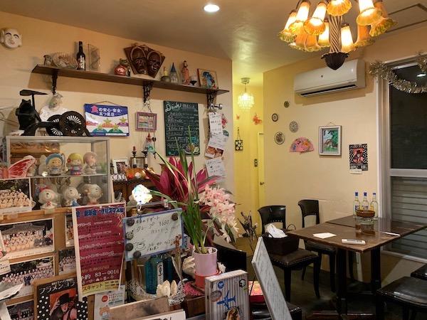 石垣島のスペイン料理「ハイビスキャット」店内
