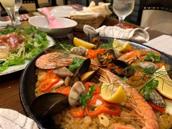 石垣島のスペイン料理「ハイビスキャット」パエリア