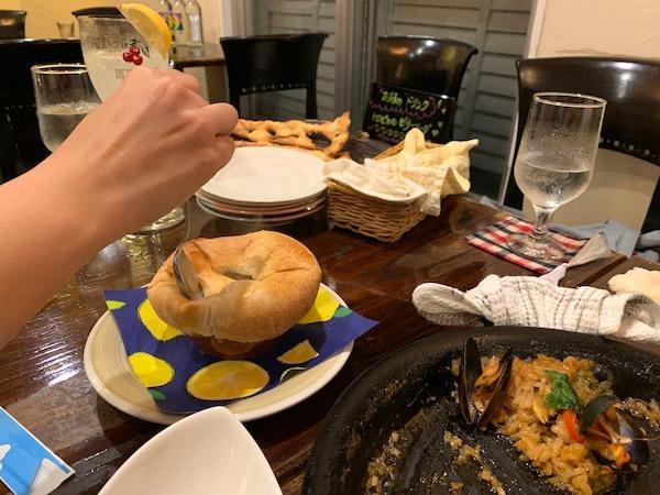 石垣島のスペイン料理「ハイビスキャット」きのこつぼ焼き