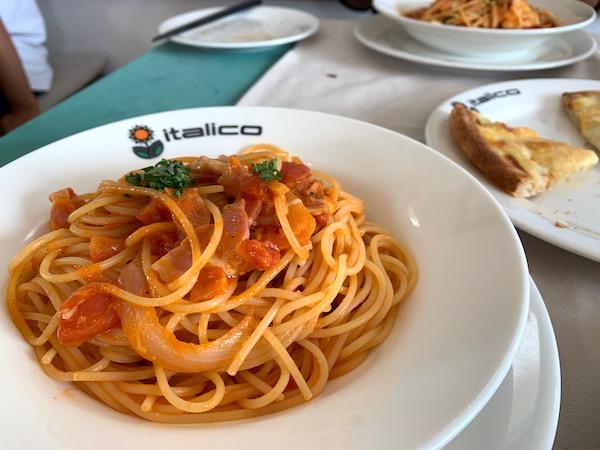 石垣島のイタリアン「イタリコitalico」のベーコンとモッツァレラチーズ