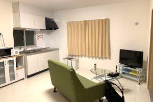沖縄県宜野湾のホテル「レインボーテラス」のリビング