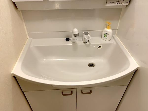 沖縄県宜野湾のホテル「レインボーテラス」の洗面台