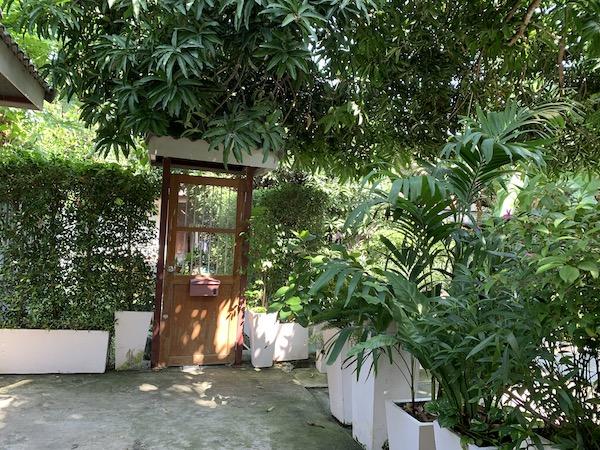 バンコクのホテル「ライラック・リラックス・レジデンス(lilac Relux residence)」の朝です。