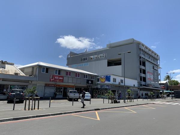 ニューカレドニアのバスセンター周辺の景色です。