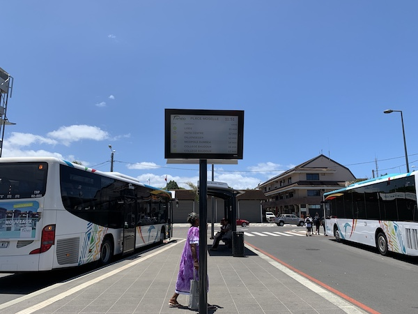 ニューカレドニアのバスセンター時刻掲示板です。