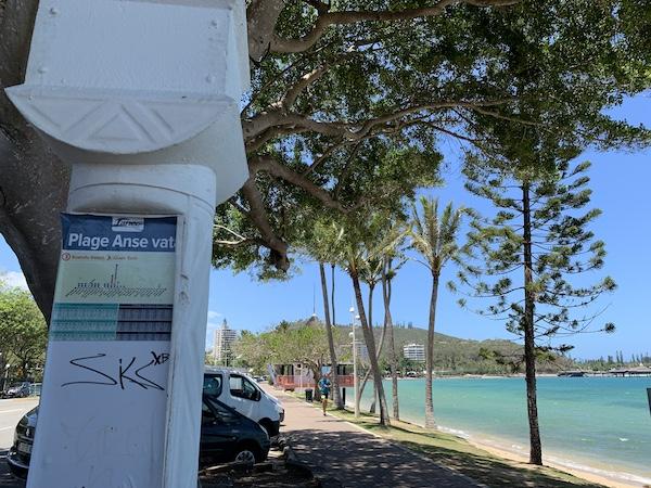 ニューカレドニアのバス、アンスバタ停留所です。