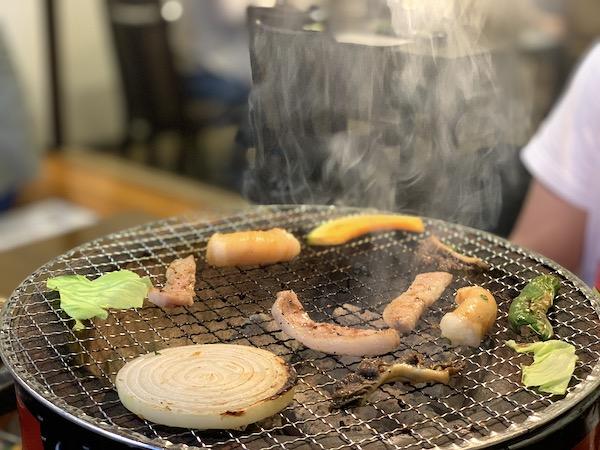石垣島の焼肉「やまもと」の炭火焼き2